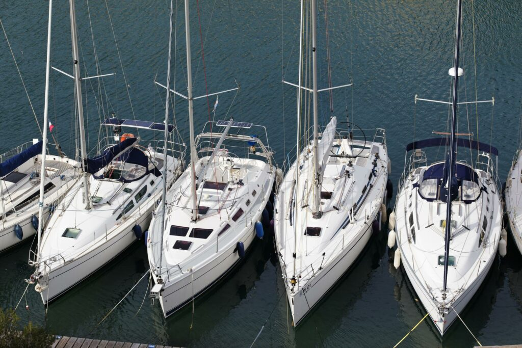 boats lining up next to each other
